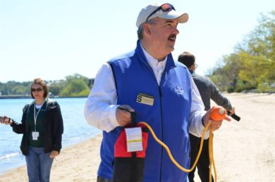 mark-breederland-michigan-sea-grant-throw-ring-demo-credit-play-it-safe-in-the-water