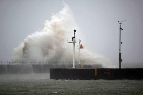 Great Lakes waves can make lake viewing dangerous