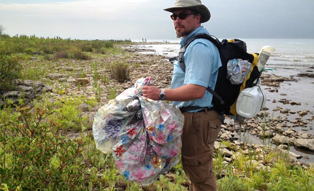Litter cleanups are an easy way to protect our Great Lakes, promote healthy ecosystems and celebrate Earth Day. Photo: Stephanie Gandulla