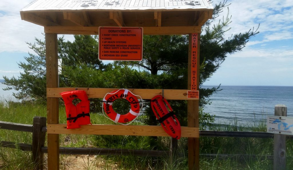 A water rescue station has been placed on a Lake Superior shoreline beach in Chocolay Township. Photo: Ron Kinnunen, Michigan Sea Grant